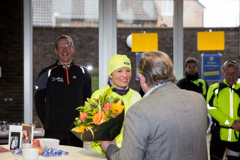 Na haar aankomst werd Sofie Lenaerts in de bloemetjes gezet.