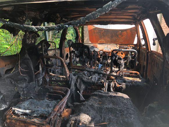 De Toyota brandde helemaal uit.