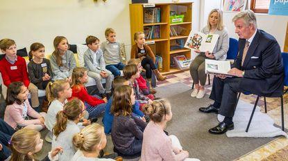 Koning Filip leest voor in De Boomhut