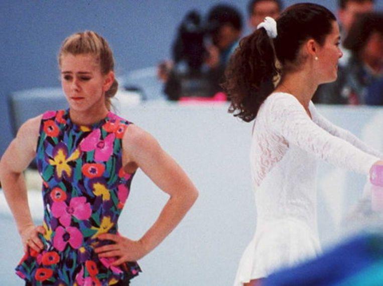 Tonya Harding en Nancy Kerrigan, het slachtoffer, samen op het ijs.