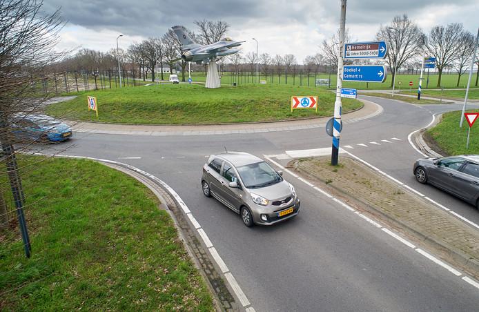 De rotonde aan de Zeelandsedijk te Volkel, de plek voor de mogelijke 'omklap' van de N605 die Volkel wil maar volgens de provincie niet nodig is. .