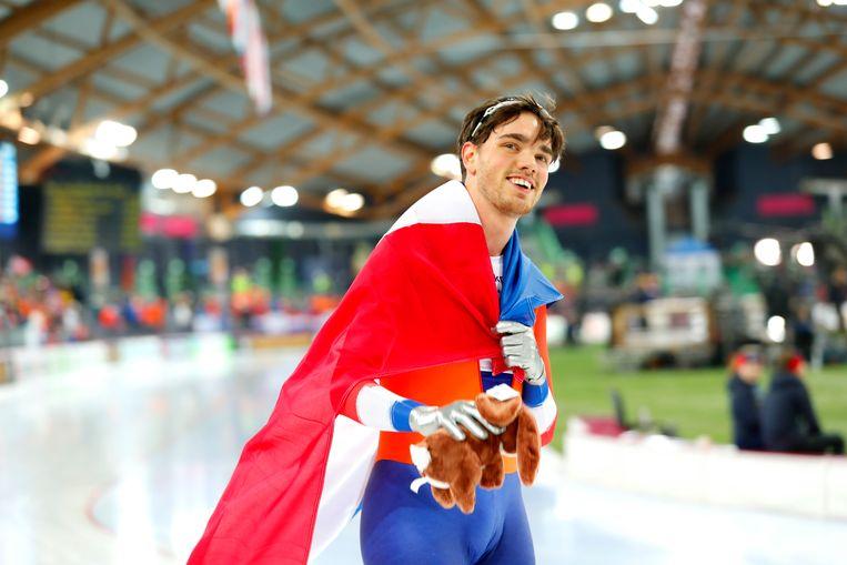 Patrick Roest na zijn winst van het WK allround in Noorwegen.  Beeld EPA