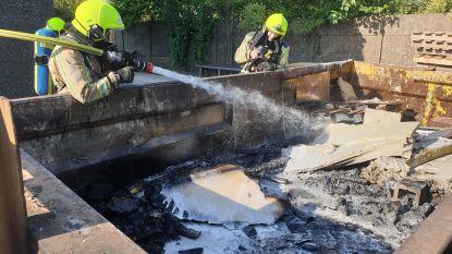 Container met houtafval schiet spontaan in brand