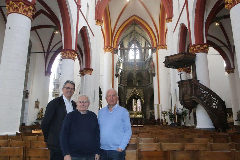 Burgemeester Herbots, conservator Ward en schepen Mertens zijn trots op 'hun' gerenoveerde kerk.