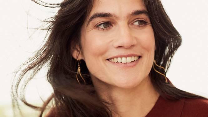 """Gravin Fiona du Monceau (42) wil behandeling vinden tegen corona: """"Waarom op een strand gaan liggen als ik ook een verschil kan maken?"""""""