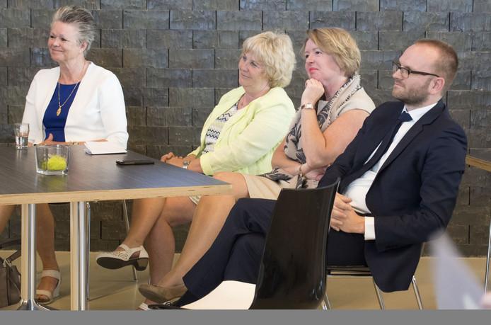 Marijke van Haaren (CDA) , Anjo Bosman (Gemeentebelangen), Patricia Hoytink (CDA) en Gerjan Teselink (VVD).