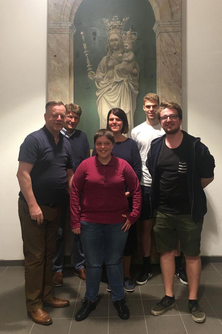 Geert Leenknegt, Klaas Keppens, Lindsay Loverie, Nathalie Van Nuffel, Joren De Smedt en Jef Uyttersprot.