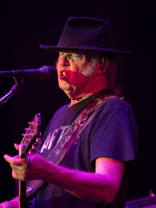 Neil Young op het podium in Monte Carlo.