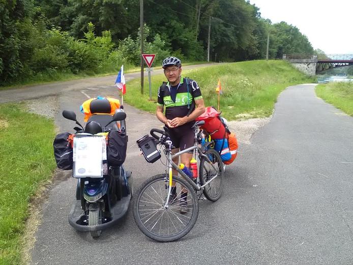 Hugo (66) uit Gent, op weg naar de Mont Ventoux.