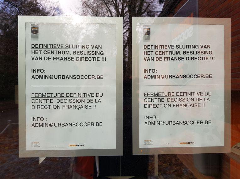 De verantwoordelijke van de UrbanSoccer-vestiging hing een brief op aan de gesloten deur.