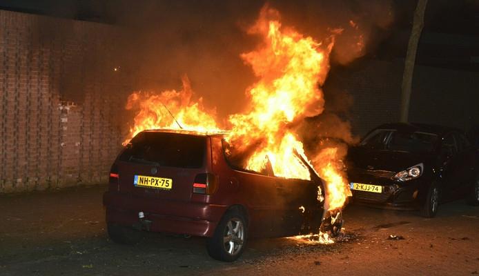Autobrand aan het Tjeuke Timmermanspa