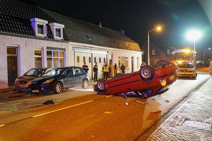 De veroorzaker kroop uit de auto die op de kop terecht was gekomen