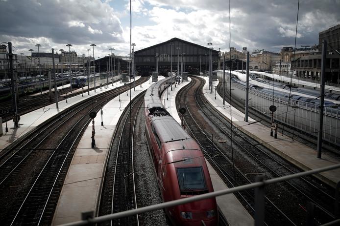 Een Thalys bij station Gare du Nord in Parijs.
