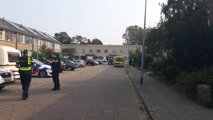 De gewonde werd in een ambulance afgevoerd.