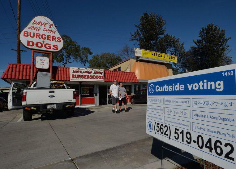 Stemlokaal in Long Beach Californië. Beeld afp