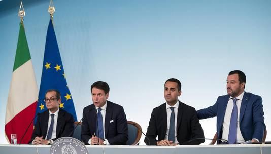 Giovanni Tria, ministre des Finances, le Premier ministre Giuseppe Conte et les vice-Premiers ministres Luigi Di Maio et Matteo Salvini