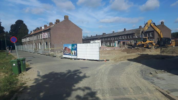 Een deel van de nog te slopen wijk in Orthen (links).