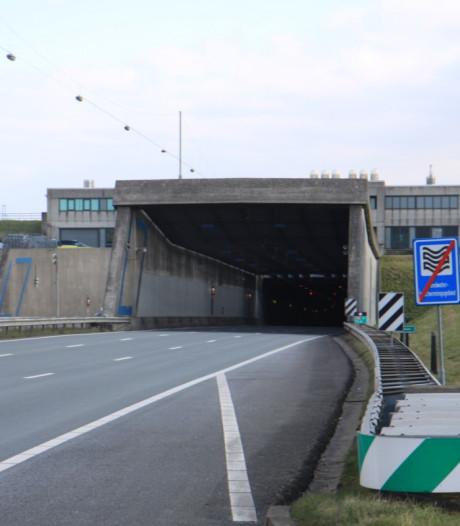 Noordtunnel tijdelijk dicht door te hoge vrachtwagen
