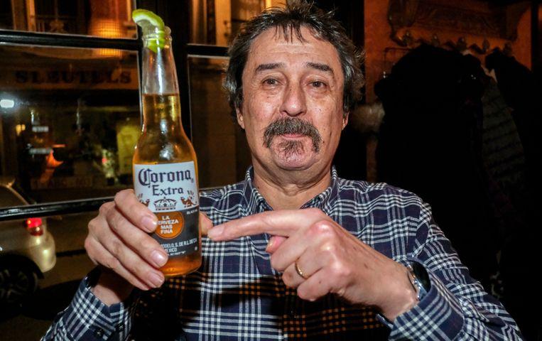 Philip Soubry zal nog veel Corona-biertjes moeten drinken, om te ontspannen. Want het virus blijft hem maar achtervolgen.