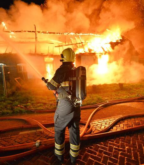 Grote uitslaande brand legt boerderij in Borkel en Schaft in de as; geen gewonden en geen asbest