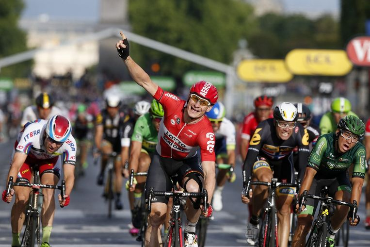 Greipel wint de afsluitende etappe op de Champs-Elysées in de Tour van 2015. Beeld anp