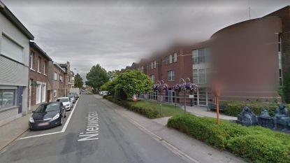 """Voetpad Nieuwstraat wordt heraangelegd: """"Helling maakt wandelen hier te moeilijk"""""""