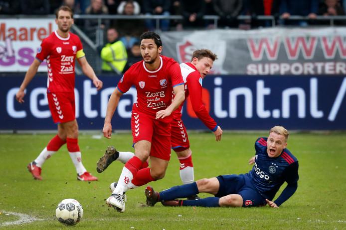 Van der Maarel in actie tijdens het thuisduel tegen Ajax dit seizoen.