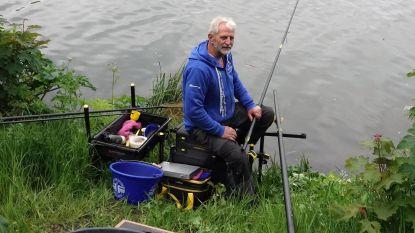 """Verbod pas opgeheven en meteen duiken weer vissers op langs de Leie:  """"Mijn visgerief ligt al klaar sinds zaterdag, zo hard heb ik het gemist"""""""