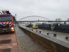 Onderkoelde en gewonde man die in laadruimte van schip viel, is 32-jarige uit Deventer