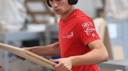 Robbe Meyvis grijpt 'medaille d'excellence' in categorie meubelmaken