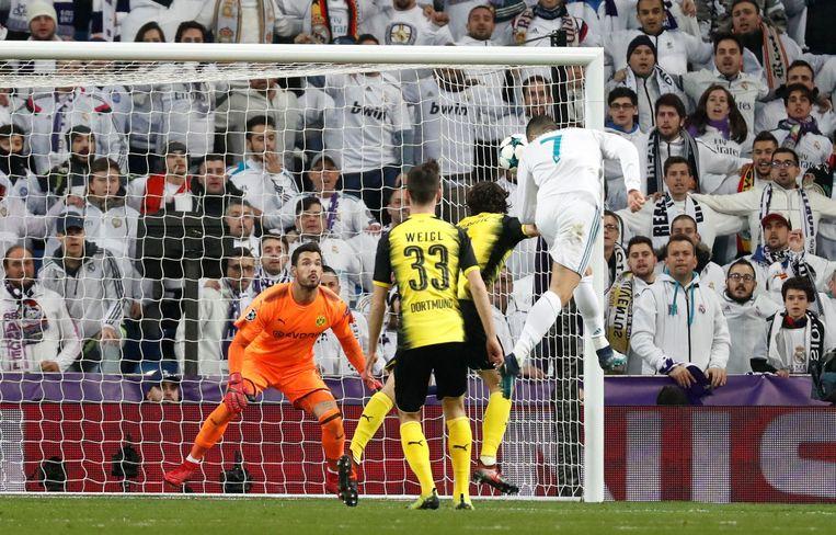 Ronaldo kopt op doel, deze keer wel binnen het kader.