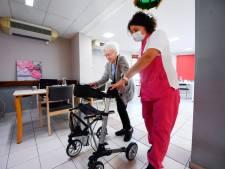 Les contacts physiques interdits dans les maisons de repos et de soins en Flandre