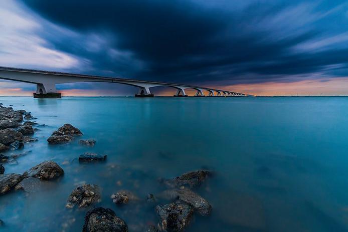 'Tijdens het blauwe uurtje' van Mattijs Heijboer was in 2017 de winnaar van de fotowedstrijd Fan van Zeeland.