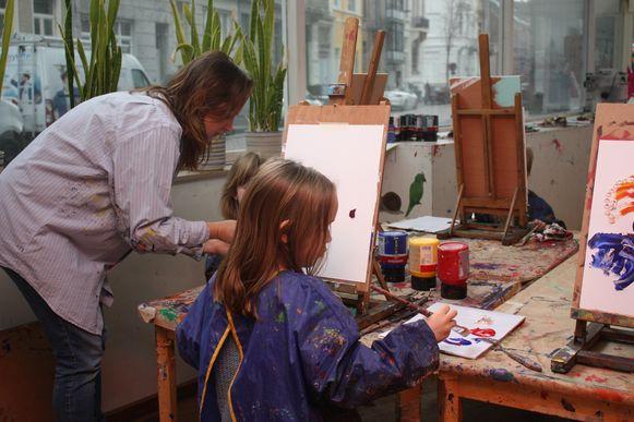 Op het einde mogen de deelnemers zelf aan de slag in het atelier.