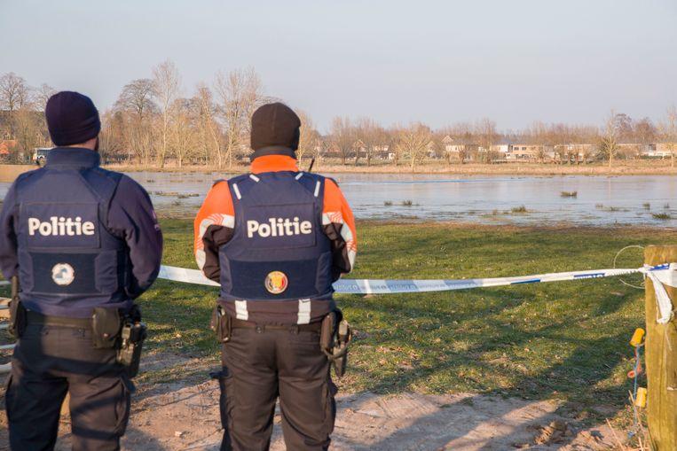 De politie patrouilleerde vorige week aan de  Assebroekse Meersen (Brugge) om het schaatsverbod na te doen leven.