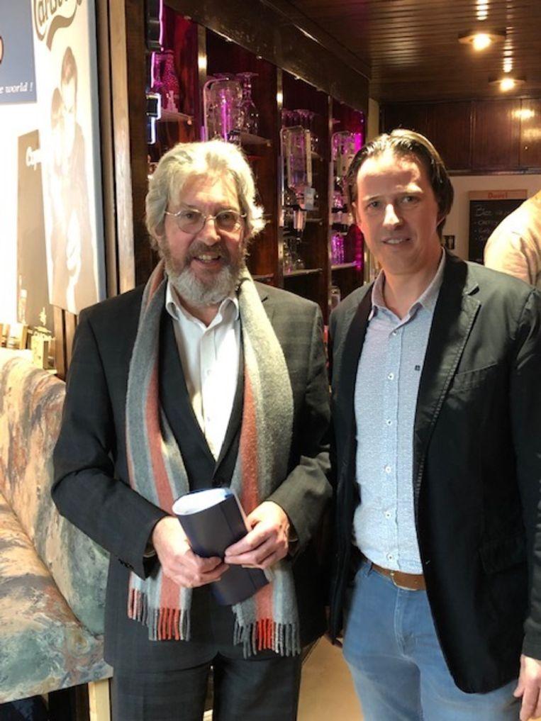 De vroegere voorzitter Marc Cottyn met de nieuwe voorzitter Gert Cardon.