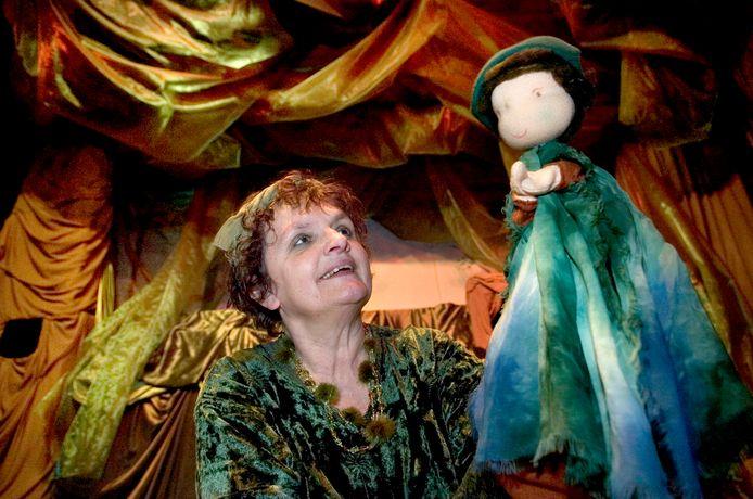 De Oisterwijkse poppenspeelster Marleen Groenland trapt deze week in het Natuurtheater een carrousel van professionele poppenspelers af.