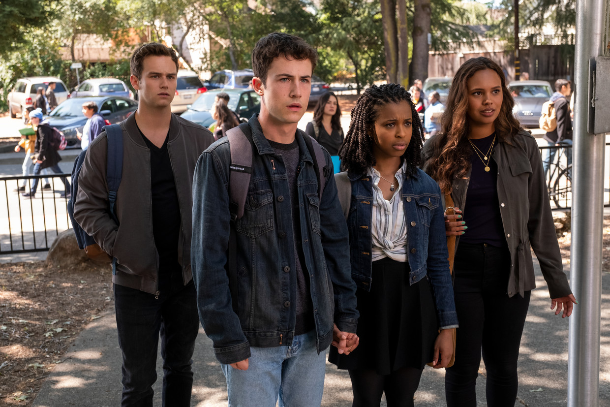 13 REASONS WHY  (L to R) BRANDON FLYNN as JUSTIN FOLEY, DYLAN MINNETTE as CLAY JENSEN, GRACE SAIF as ANI, and ALISHA BOE as JESSICA DAVIS in episode 401 of 13 REASONS WHY  Cr. DAVID MOIR/NETFLIX © 2020 Beeld DAVID MOIR/NETFLIX
