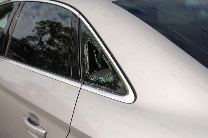 De politie doet onderzoek na een reeks auto-inbraken in Baarn.