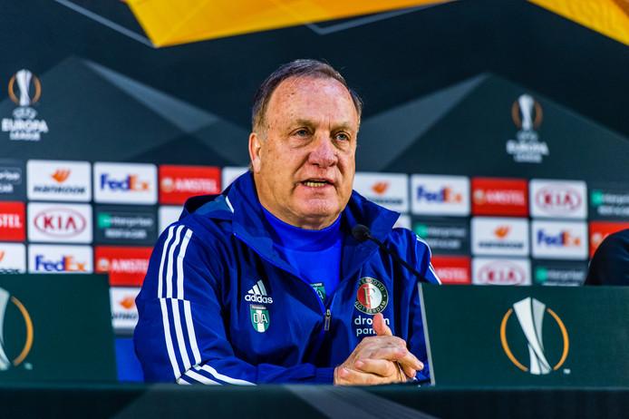 Advocaat op de persconferentie voorafgaand aan het duel FC Porto - Feyenoord van donderdag.