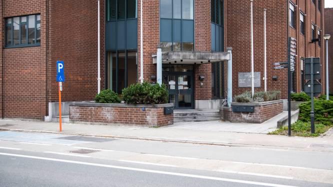 Beklaagde die positief test op corona brengt zelf doktersbriefje naar rechtbank