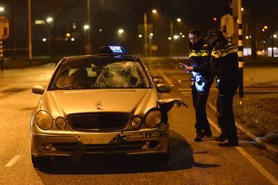 Taxichauffeur aangehouden na aanrijden fietser (25) in Breda, slachtoffer geopereerd