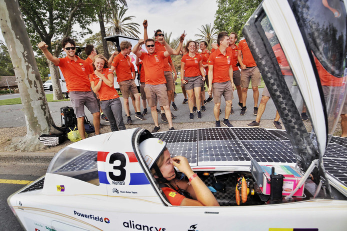 Het Nuon Solar Team heeft met overmacht de 14e Bridgestone World Solar Challenge gewonnen.