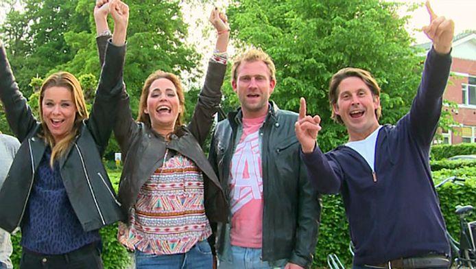 Vlnr: Froukje de Both, Evelyn Struyk, boer Tom en Lodewijk Hoekstra.