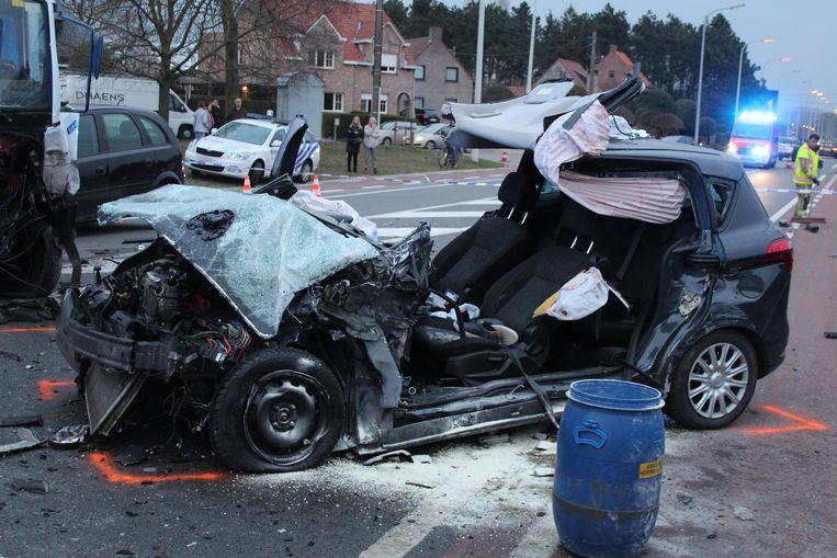 Bij het ongeval raakten drie personen gewond.
