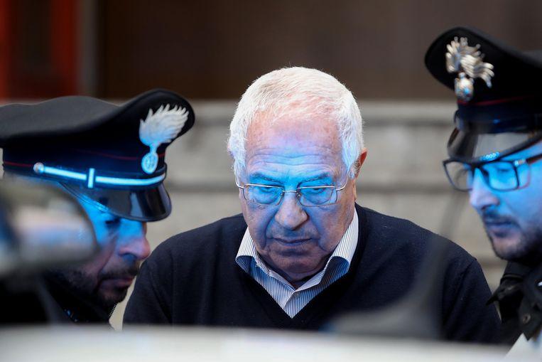 Vermoedelijke capo dei capi Settimo Mineo tijdens zijn arrestatie in Palermo. Beeld LightRocket via Getty Images