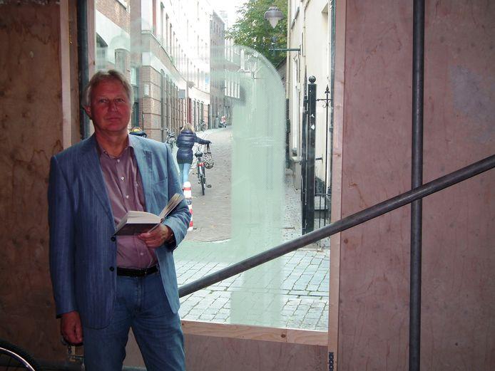 Directeur-bestuurder Nanno Nanninga in de bibliotheek in Bergen op Zoom.