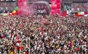 Supporters van FC Twente vieren feest.