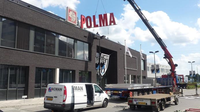 De belettering van Polman is terug.