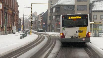 Lijnbus ontneemt zicht op verkeerslicht in Kronenhoekstraat